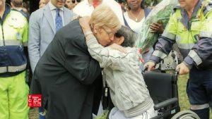 L'abbraccio tra Franca Rampi e Angelo Licheri